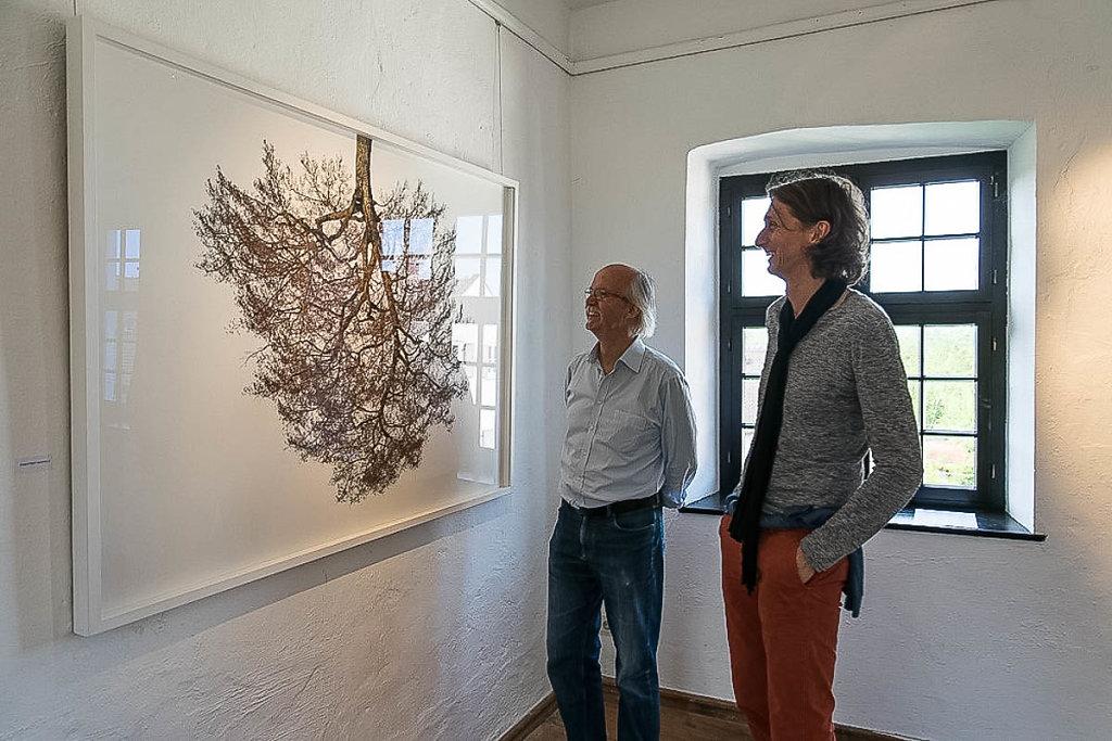 Fotograf Lothar Schiffler gönnt sich eine kreative Pause zwischen den Vorbereitungen zu seiner Ausstellung im Münchner Museum Mensch und Natur.